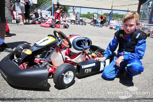 Mika Hakkinen et son fils Hugo en karting, Lot et Garonne, France