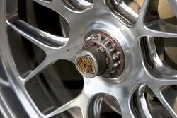 #18 T-Mobile VICI Racing Porsche 911 GT3 RSR wheel detail