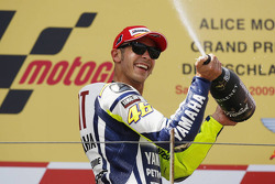 Podium: race winner Valentino Rossi, Fiat Yamaha Team