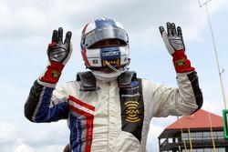 Gil de Ferran celebrates the pole position
