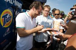 Jacques Villeneuve signs autographs