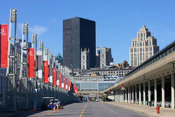 A view of Montréal from the port