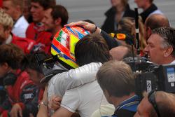 Paul di Resta celebrates victory with team