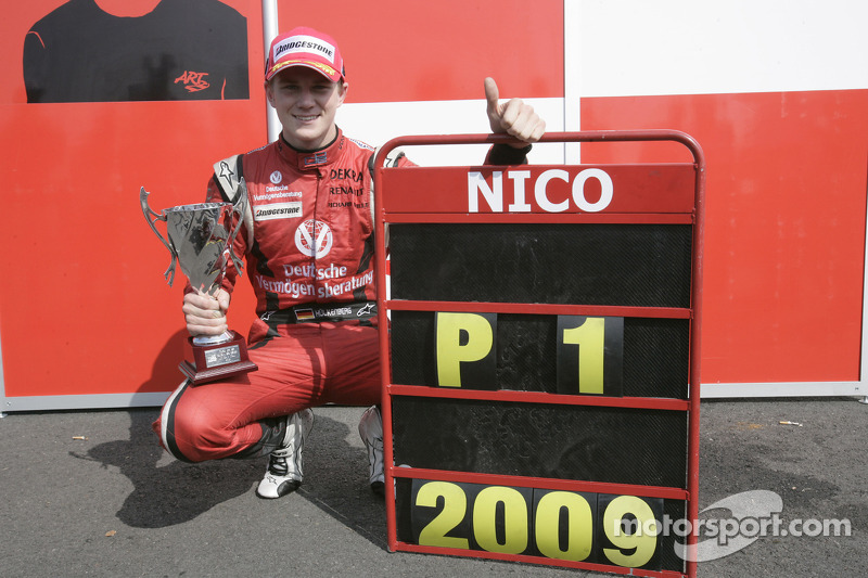 Nico Hulkenberg fête son titre en GP2 Series avec ART Grand Prix Team