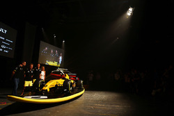 Cyril Abiteboul, Renault Sport F1 Director, Kevin Magnussen, Renault Sport F1 Team, Jolyon Palmer, Renault Sport F1 Team y Ellie Jean Coffey
