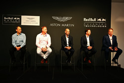 Andy Palmer, Geschäftsführer Aston Martin; Christian Hormer, Red Bull Racing Teamchef; Adrian Newey, Chief Technical Officer Red Bull Racing; Marek Reichman, Chief Kreativ und Design Direktor Aston Martin