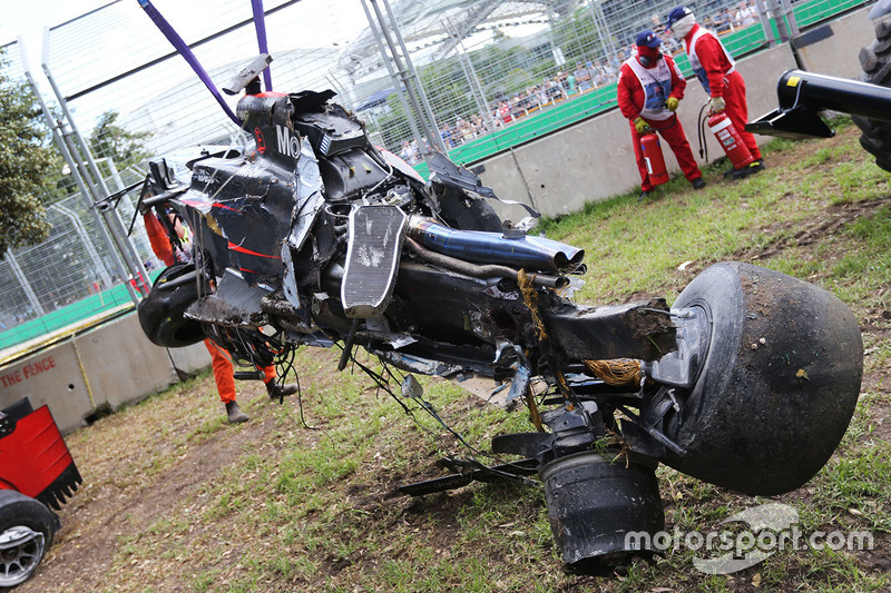 El McLaren MP4-31 de Fernando Alonso, McLaren después del accidente