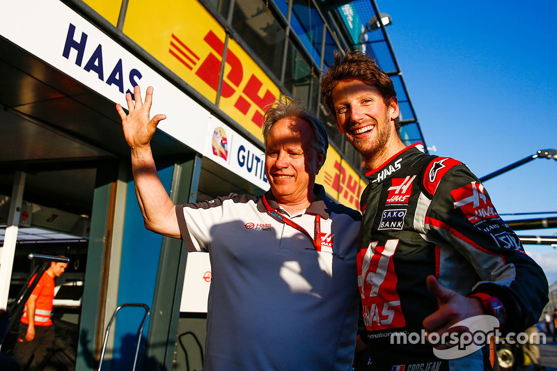 Gene Haas, Haas Automotion President viert de zesde plaats van Romain Grosjean, Haas F1 Team