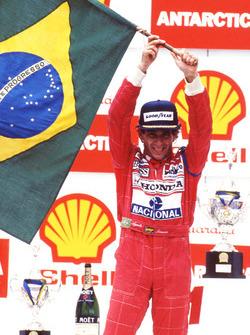 Podium: Sieger Ayrton Senna, McLaren