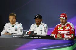 El puesto de clasificación de la Conferencia de prensa FIA. Nico Rosberg, de Mercedes AMG F1; Lewis Hamilton, Mercedes AMG F1; Sebastian Vettel, Ferrari