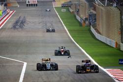 Max Verstappen, Scuderia Toro Rosso STR11 und Sergio Perez, Sahara Force India F1 VJM09