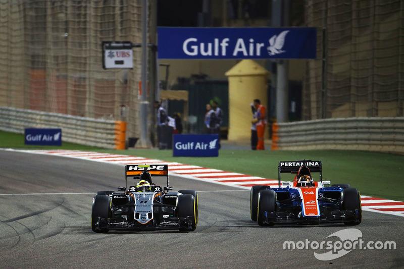Sergio Pérez, Sahara Force India F1 VJM09 y Pascal Wehrlein, Manor Racing MRT05
