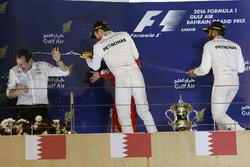 Podium: Sieger Nico Rosberg, Mercedes AMG F1 Team; Aldo Costa, Mercedes AMG F1 Chefingenieur; 2. Kimi Räikkönen, Ferrari; 3. Lewis Hamilton, Mercedes AMG F1 Team