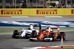 Kimi Raikkonen, Ferrari SF16-H en Valtteri Bottas, Williams FW38
