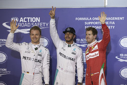 Polesitter Lewis Hamilton mit Nico Rosberg und Sebastian Vettel