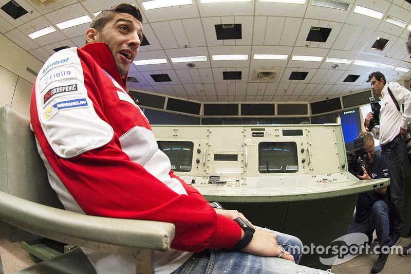 Andrea Iannone, Ducat Teami durante una visita a la NASA Johnson Space Center