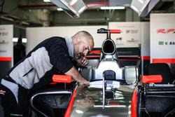 Mechaniker von RP Motorsport bei der Arbeit