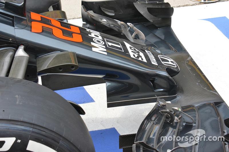 McLaren MP4-31, il muso con gli sfoghi per il soffiaggio