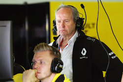 Jerome Stoll, Renault Sport F1 President with Kevin Magnussen, Renault Sport F1 Team