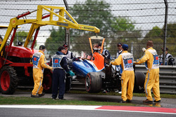 The Manor Racing MRT05 of Pascal Wehrlein, Manor Racing is removed from the track after he crashed during qualifying