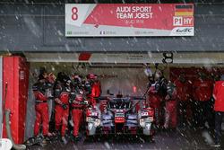 #8 Audi Sport Team Joest Audi R18 e-tron quattro: Lucas di Grassi, Loic Duval, Oliver Jarvis, in de sneeuw