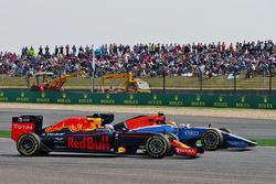 Daniel Ricciardo, Red Bull Racing RB12 and Rio Haryanto, Manor Racing MRT05