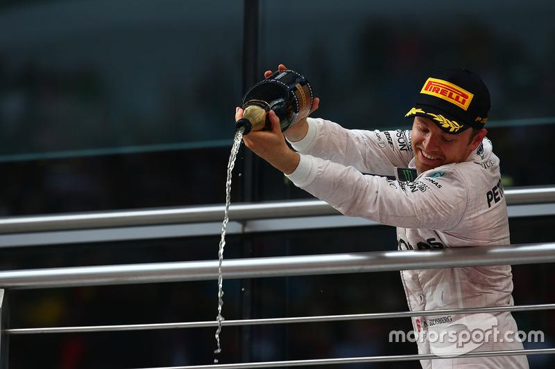 Podio: ganador Nico Rosberg, Mercedes AMG F1 Team
