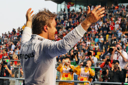 Winnaar Nico Rosberg, Mercedes AMG F1 Team in parc ferme