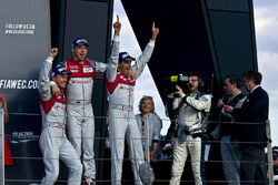 #7 Audi Sport Team Joest Audi R18: Marcel Fässler, Andre Lotterer, Benoit Tréluyer yarış galipleri