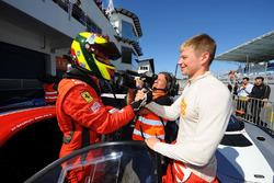 Il vincitore Shaun Balfe, Philip Keen, Ferrari 458 Italia GT3 in parco chiuso