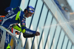 Podium: ganador, Valentino Rossi, Yamaha Factory Racing celebra con champagne