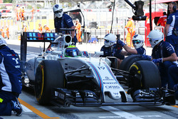 Felipe Massa, Williams FW38 practices a pit stop