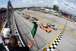Start: Matt Tifft, Joe Gibbs Racing Toyota leads