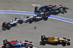 Marcus Ericsson, Sauber C35, Rio Haryanto, Manor Racing MRT05, Esteban Gutierrez, Haas F1 Team VF-16 en Nico Hulkenberg, Sahara Force India F1 VJM09