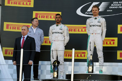 Podium: Vladimir Putin, Russian Federation President, winner Nico Rosberg, Mercedes AMG F1 Team, second place Lewis Hamilton, Mercedes AMG F1 Team