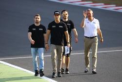 Nicolaj Moller Madsen, Markus Pommer, Phoenix Racing, ispezionano il circuito