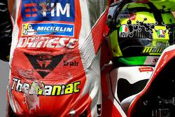 Andrea Iannone, Ducati Team, dopo la caduta durante le qualifiche