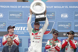 Podium: 1. Rob Huff, Honda Racing Team JAS, Honda Civic WTCC; 2. Norbert Michelisz, Honda Racing Team JAS, Honda Civic WTCC; 3. Tiago Monteiro, Honda Racing Team JAS, Honda Civic WTCC