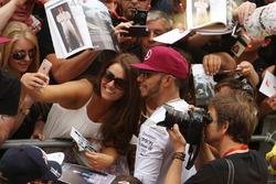 Льюис Хэмилтон, Mercedes AMG F1 с фанатами