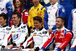 Alexander Albon, ART Grand Prix, Nyck De Vries, ART Grand Prix and Antonio Fuoco, Trident beim GP3 Series Gruppenfoto