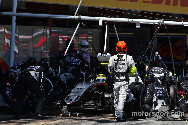 Sergio Perez, Sahara Force India F1 VJM09 hace una parada en pits