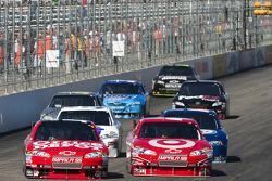 Tony Stewart, Stewart-Haas Racing Chevrolet and Juan Pablo Montoya, Earnhardt Ganassi Racing Chevrolet battle for the lead