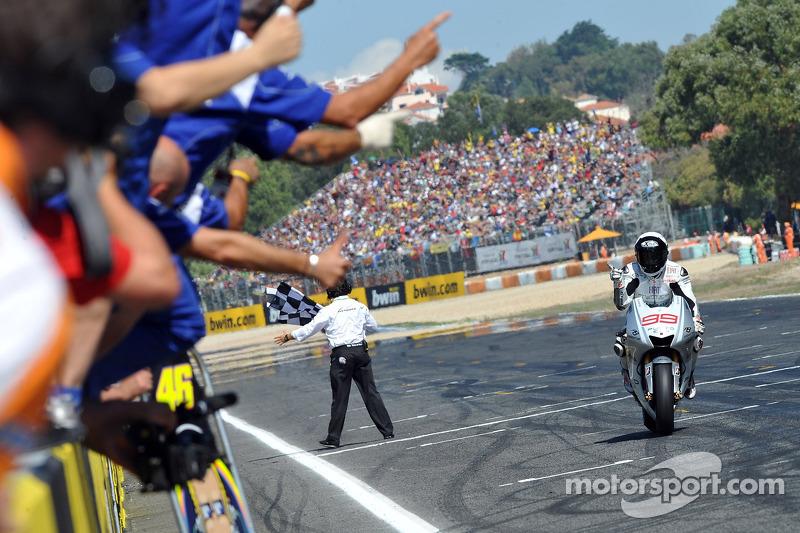 Jorge Lorenzo, Fiat Yamaha Team se lleva la bandera a cuadros