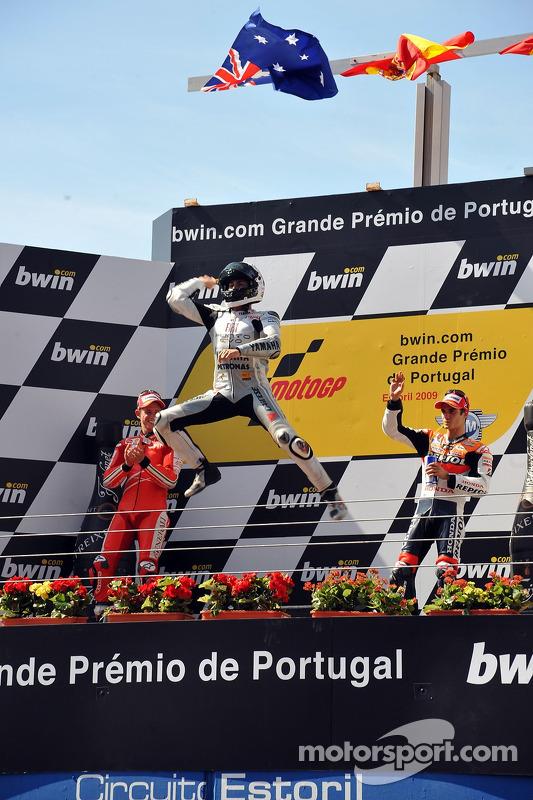 Podio: ganador de la carrera Jorge Lorenzo, Fiat Yamaha Team celebra con Casey Stoner, Ducati Marlbo