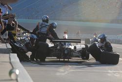 Mario Moraes, KV Racing Technology makes a pit stop