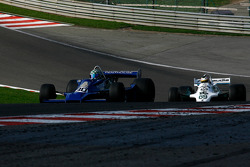 #30 Mike Wrigley Hesketh 308E; #69 Michael Fitzgerald Williams FW07