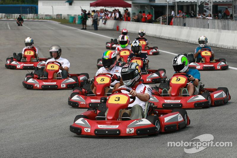 Evento de Go-kart: Mika Kallio llegando a la meta