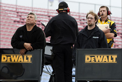 The Dewalt team watches Matt Kenseth practice
