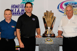 NASCAR championship contenders press conference in Coral Gables: Mark Martin, Hendrick Motorsports Chevrolet, Jimmie Johnson, Hendrick Motorsports Chevrolet and team owner Rick Hendrick pose with the NASCAR Nextel Cup trophy