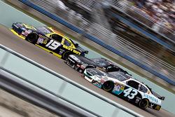 Elliott Sadler, Richard Petty Motorsports Dodge, Erik Darnell, Hall of Fame Racing Ford, Reed Sorenson, Richard Petty Motorsports Dodge